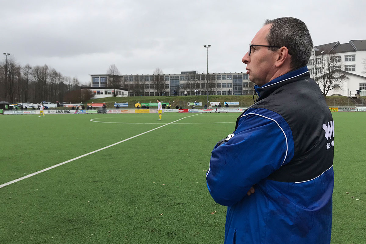 Co-Trainer Thorsten Grass übernahm die Leitung der Mannschaft beim Auswärtsspiel, da Marcus Voike krankheitsbedingt ausfiel.